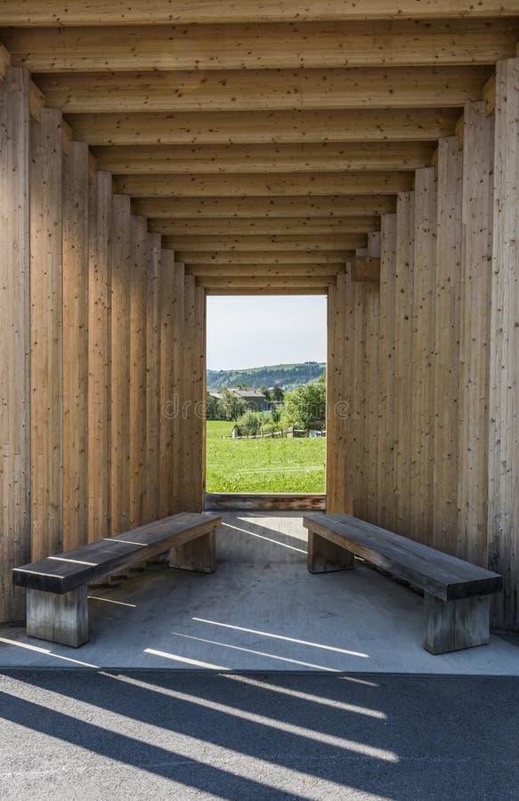 Estúdio amador da arquitetura da parada do ônibus de Bregenzerwald imagem de stock royalty free