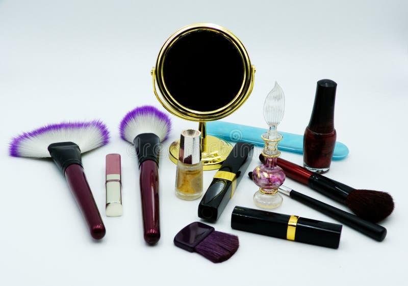 Estúdio da foto da casa, perfume da mulher & cosméticos, fundo branco fotografia de stock