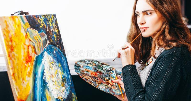Estúdio da oficina da faculdade criadora da inspiração da arte moderna imagem de stock