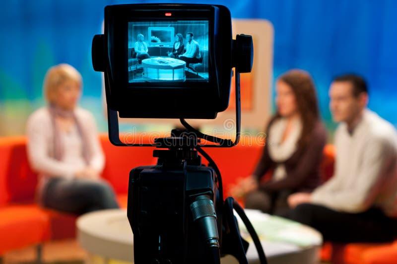 Estúdio da tevê - viewfinder da câmara de vídeo fotos de stock royalty free