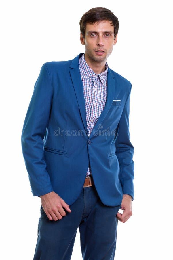 Estúdio disparado do homem de negócios considerável novo que inclina-se ao wh lateral imagens de stock