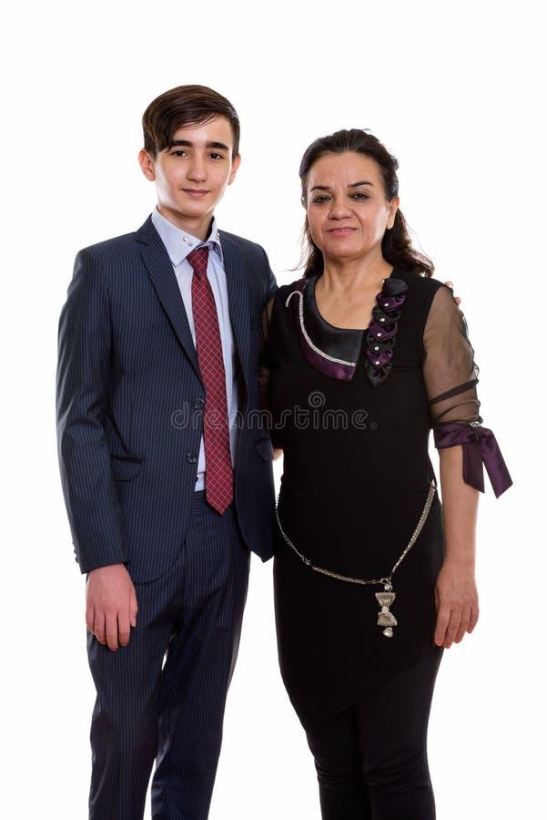 Estúdio disparado do homem de negócios e do matur adolescentes persas novos felizes foto de stock royalty free