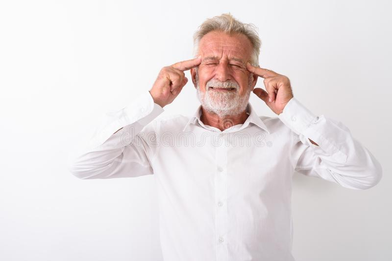 Estúdio disparado do homem farpado superior forçado que tem a dor de cabeça outra vez imagens de stock