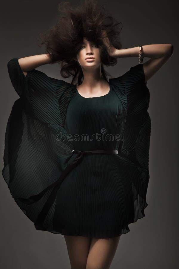 Estúdio do estilo da moda disparado de uma mulher imagens de stock