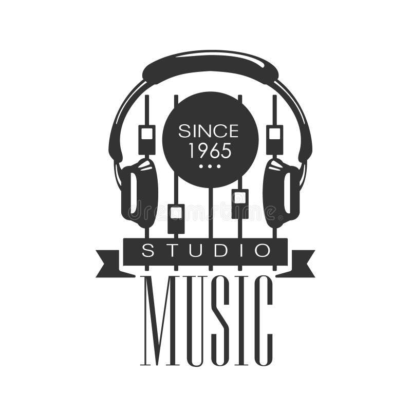 Estúdio Logo Template With Sound Recording preto e branco do registro da música retro com fones de ouvido e console ilustração royalty free