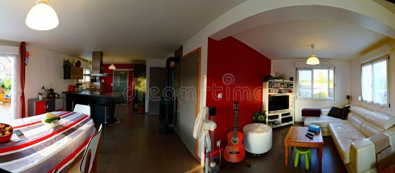 Estúdio suburbano típico em uma casa pequena fotografia de stock royalty free