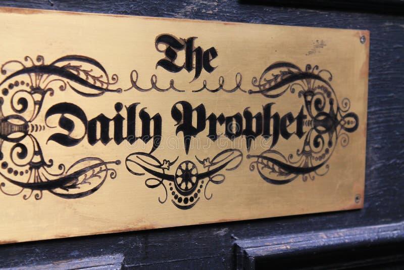Estúdios universais de Harry Potter do jornal local foto de stock