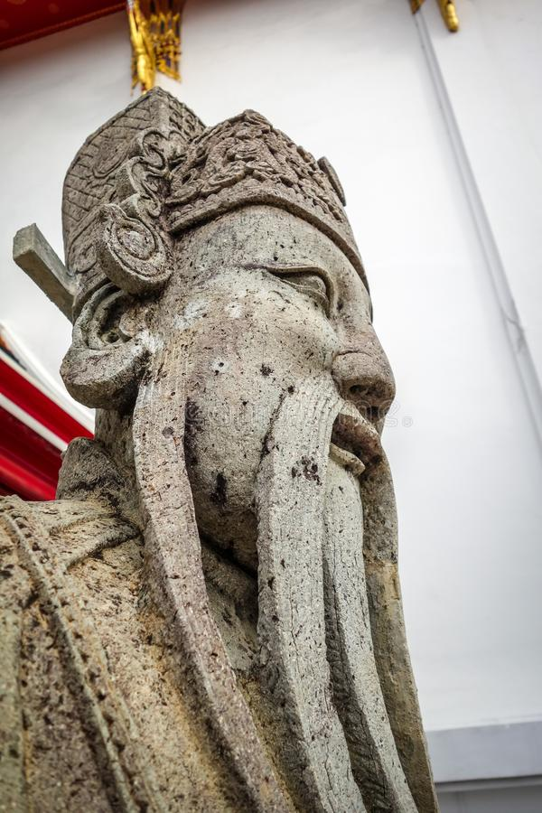 Est?tua chinesa do protetor em Wat Pho, Banguecoque, Tail?ndia fotos de stock