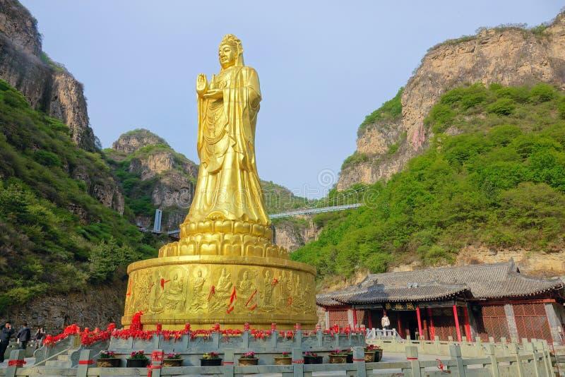 Est?tua dourada de buddha imagens de stock royalty free