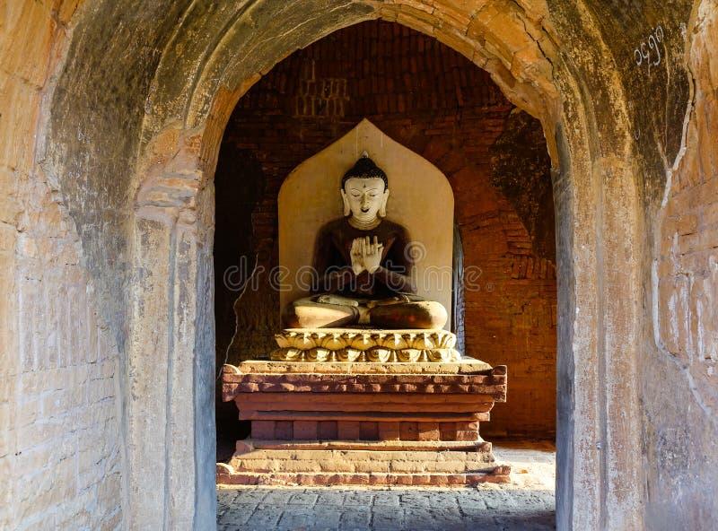 Est?tuas da Buda no templo antigo imagem de stock