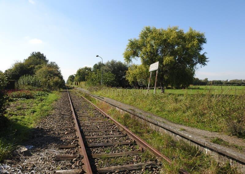 Estação aberta da estrada de ferro velha imagens de stock
