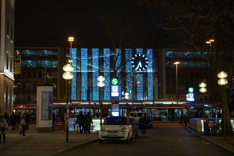 Estação central de Munich na noite fotos de stock royalty free