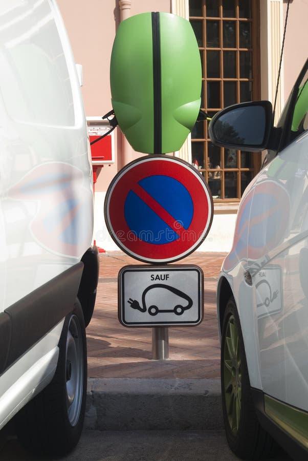 Estação cobrando de carro elétrico imagem de stock