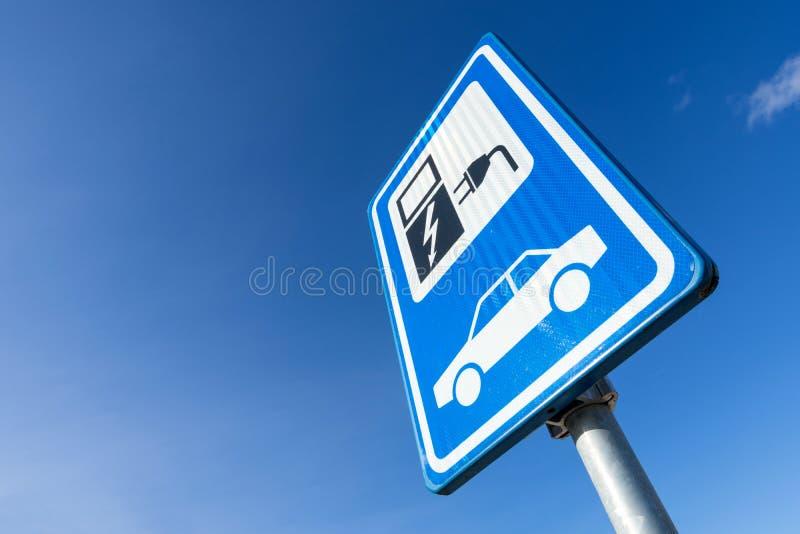 Estação cobrando do veículo eléctrico imagem de stock