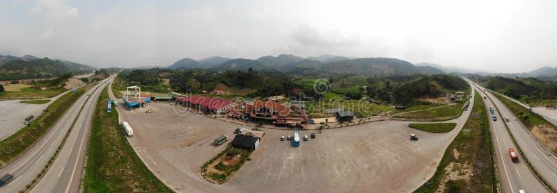 Estação da borda da estrada, entre Bao La Mountain Forest imagem de stock royalty free