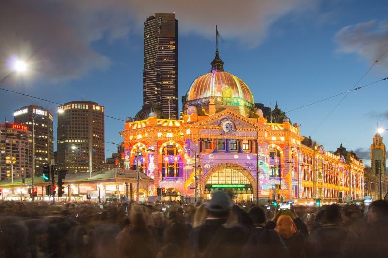 Estação da rua do Flinders durante o festival da noite branca fotos de stock royalty free