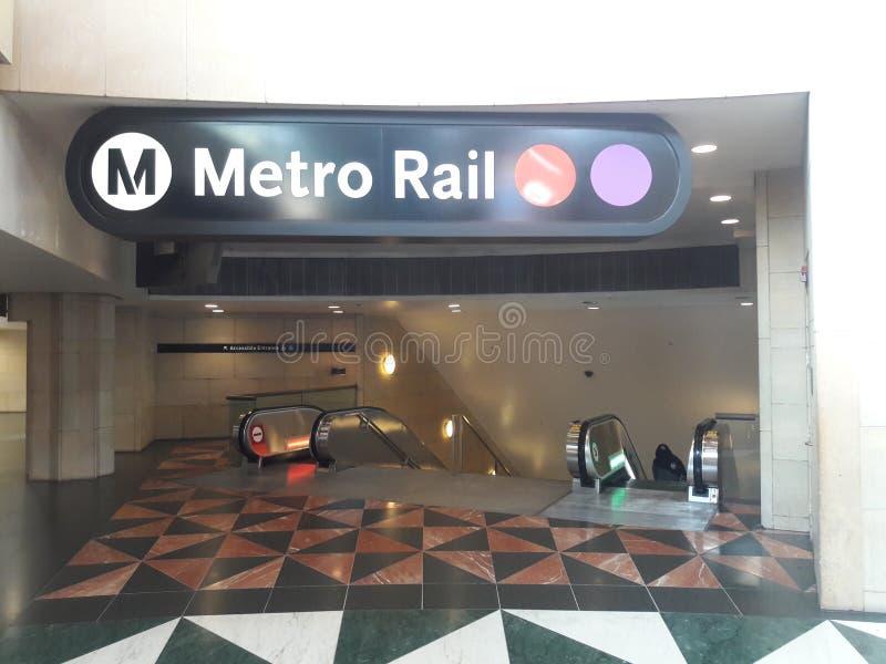 Estação da união de Los Angeles - linha vermelha/roxa entrada do metro da estação foto de stock