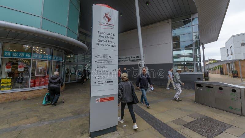 Estação de ônibus da cidade de Swansea - entrada fotos de stock royalty free