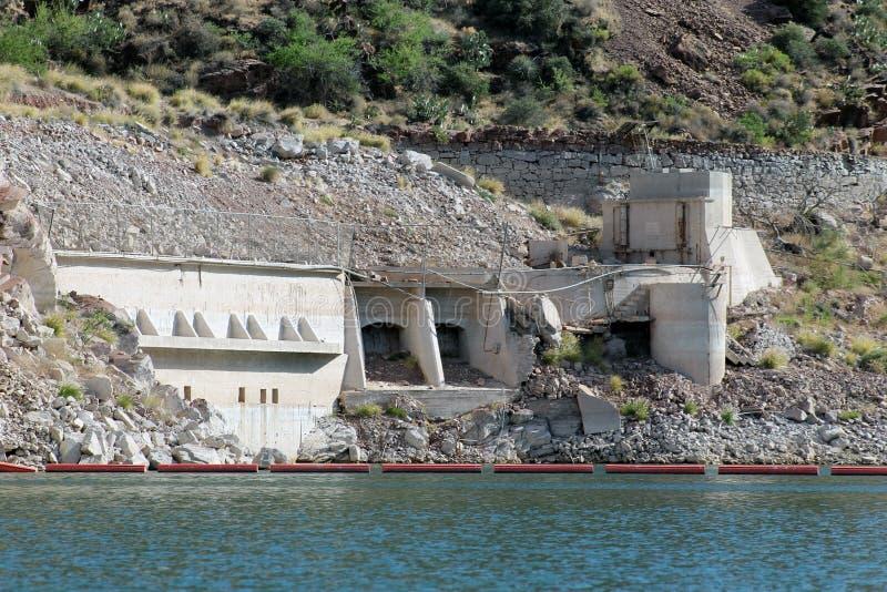 Estação de bomba original, Theodore Roosevelt Dam, Gila County, Roosevelt Lake, AZ imagens de stock royalty free