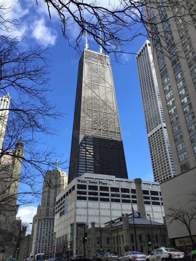 Estação de bombeamento da avenida de Chicago, lugar da torre de água, e John Hancock Building idosos na avenida de Michigan, Chic fotos de stock royalty free