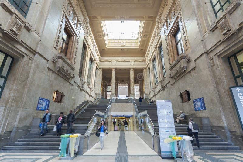 Estação de caminhos-de-ferro central de Milão fotos de stock royalty free