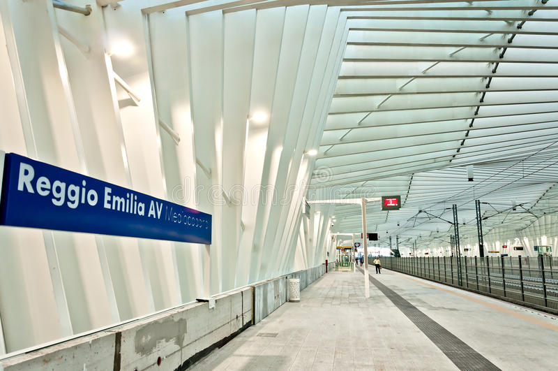 Estação de caminhos-de-ferro de alta velocidade em Reggio Emilia, Itália fotos de stock