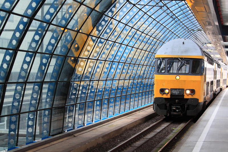Estação de caminhos-de-ferro de Amsterdão imagens de stock royalty free