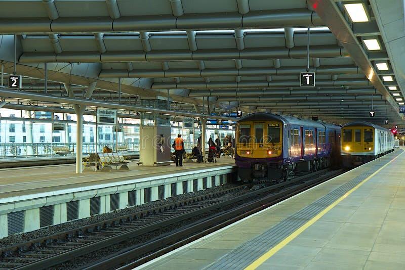Estação de caminhos-de-ferro de Blackfriars, Londres imagem de stock