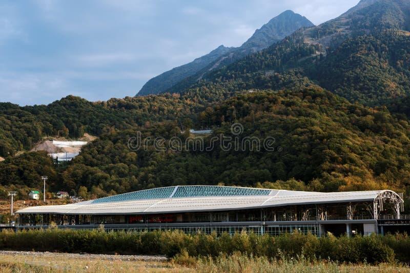 Estação de caminhos-de-ferro de Esto-Sadok em Sochi grande, Rússia fotografia de stock royalty free
