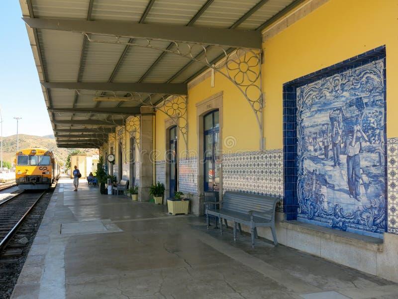 Estação de caminhos-de-ferro de Pocinho em Portugal fotografia de stock