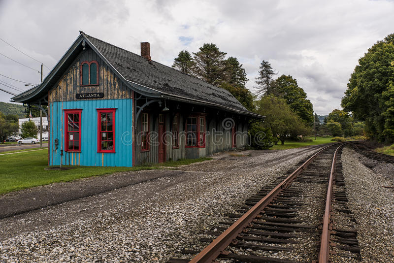 Estação de caminhos-de-ferro histórico e negligenciado - estrada de ferro abandonada - Atlanta, New York imagem de stock royalty free