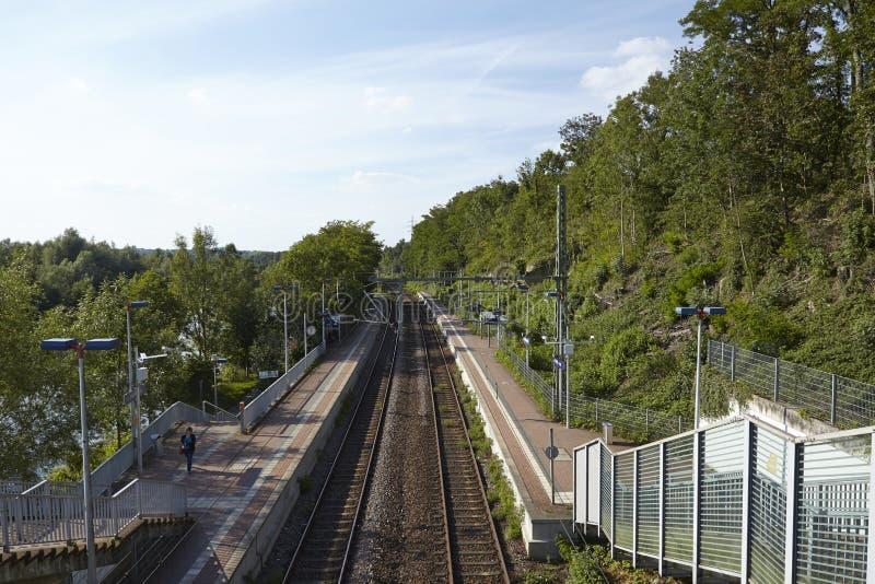 Estação de caminhos-de-ferro Interurban (S-Bahn) Essen-Holthausne (Alemanha) foto de stock