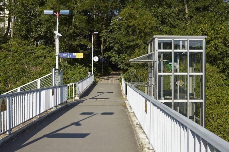 Estação de caminhos-de-ferro Interurban (S-Bahn) Essen-Holthausne (Alemanha) fotografia de stock royalty free