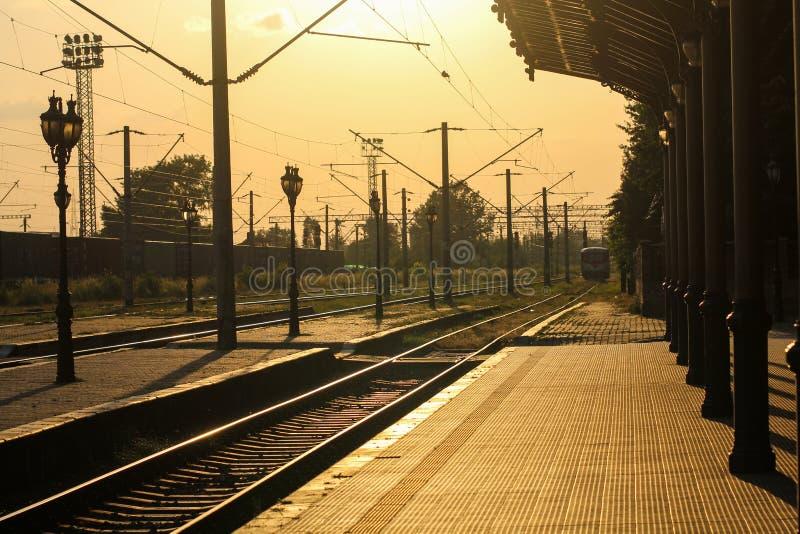 Estação de caminhos-de-ferro velho imagens de stock