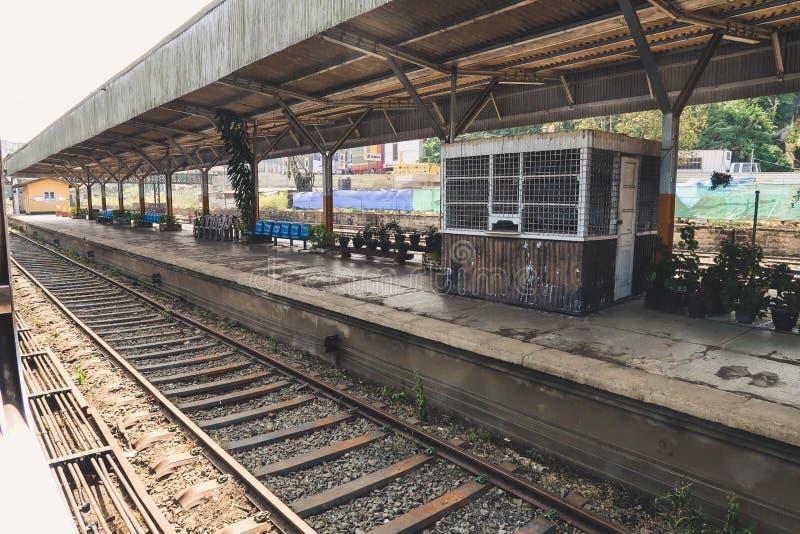 Estação de caminhos de ferro durante o passeio o mais bonito do trem Estrada de ferro de Kandy a Ella, Sri Lanka fotos de stock royalty free