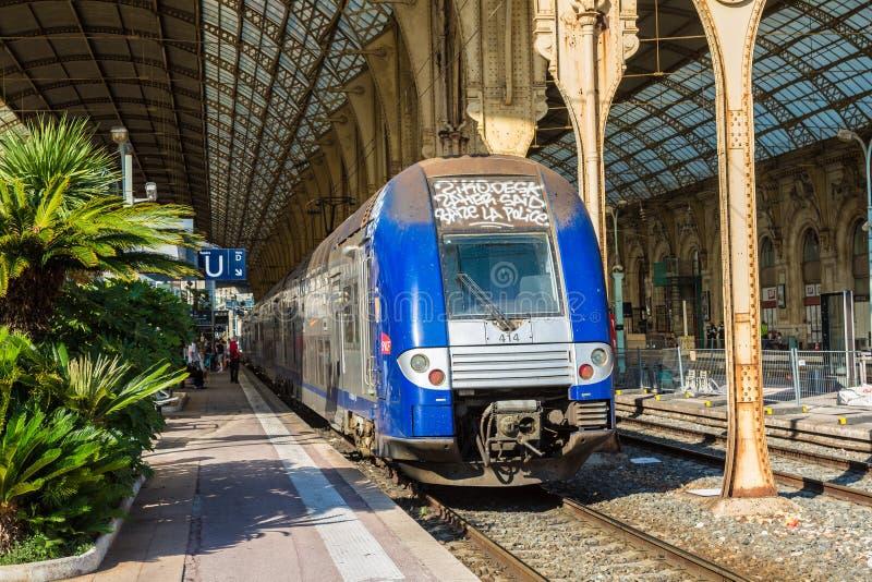 Estação de caminhos-de-ferro em agradável fotos de stock