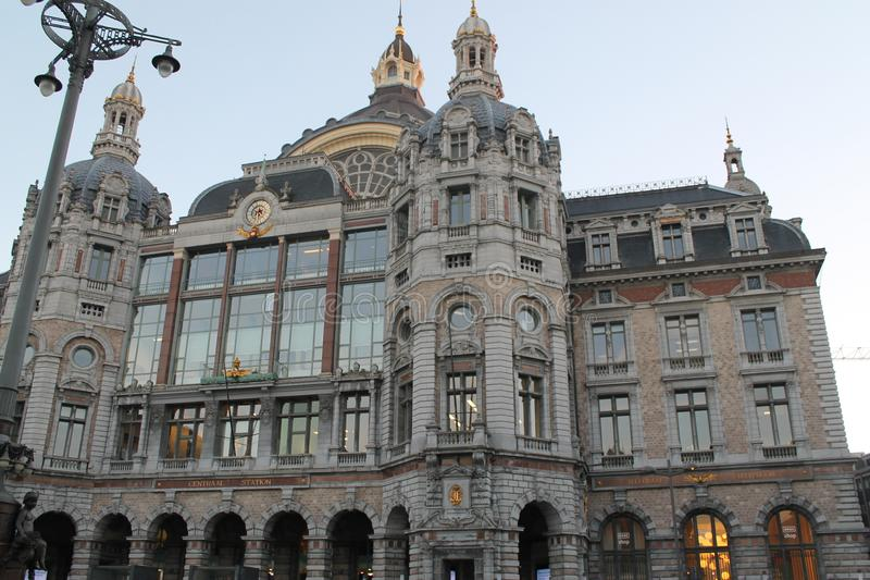 Estação de caminhos-de-ferro em Antuérpia imagens de stock royalty free