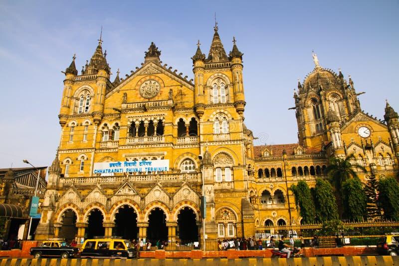 Estação de caminhos-de-ferro principal histórico no ` de Chhatrapati Shivaji Maharaj Terminus do ` de Mumbai imagem de stock