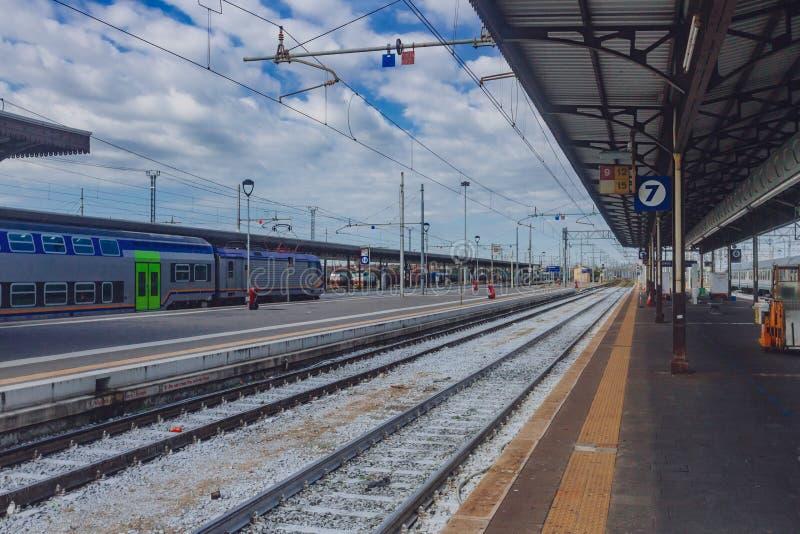 Estação de caminhos de ferro de Verona Porta Nuova, em Verona, Itália foto de stock royalty free