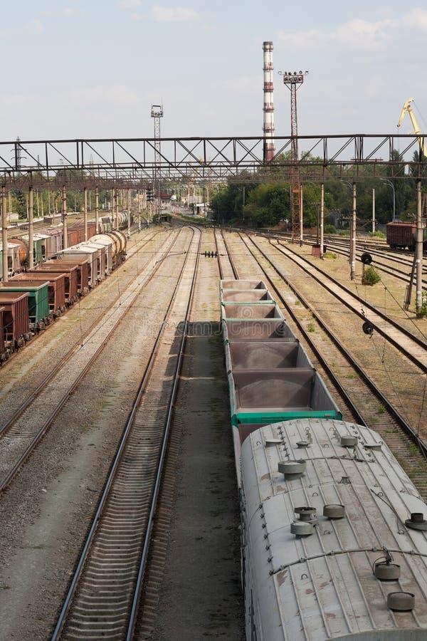 Estação de comboio britânica Trem velho da carga imagens de stock