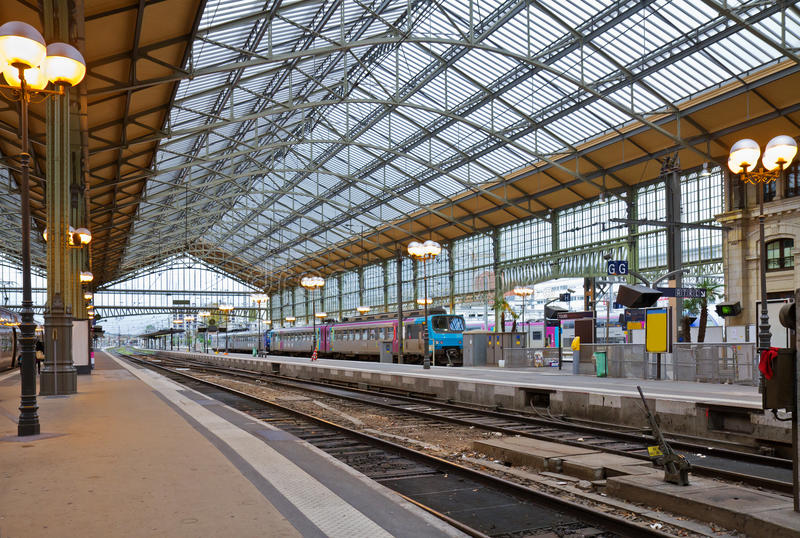 Estação de comboio, excursões, France foto de stock