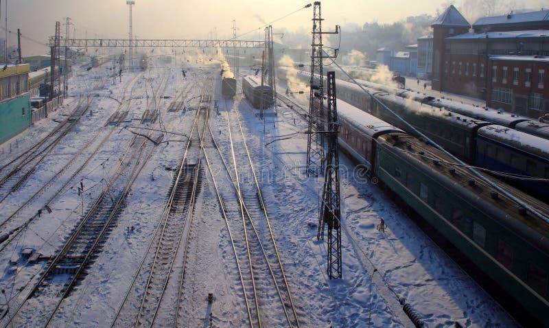 Estação de comboio. Irkutsk, Rússia. Crepúsculo. fotos de stock royalty free