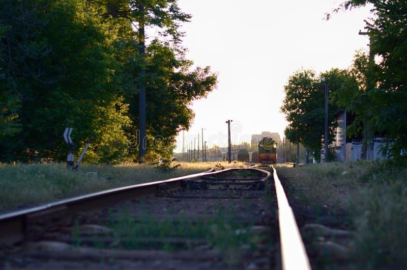 Estação de comboio no por do sol imagens de stock royalty free