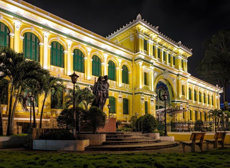 Estação de correios central em Ho Chi Minh City, Vietname imagens de stock