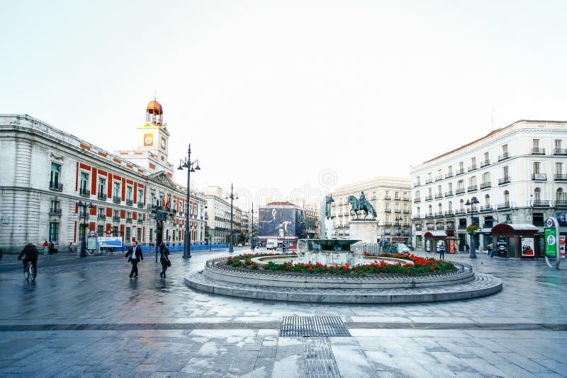 A estação de correios velha em Puerta del Sol, quilômetro 0, Madri, Espanha imagens de stock