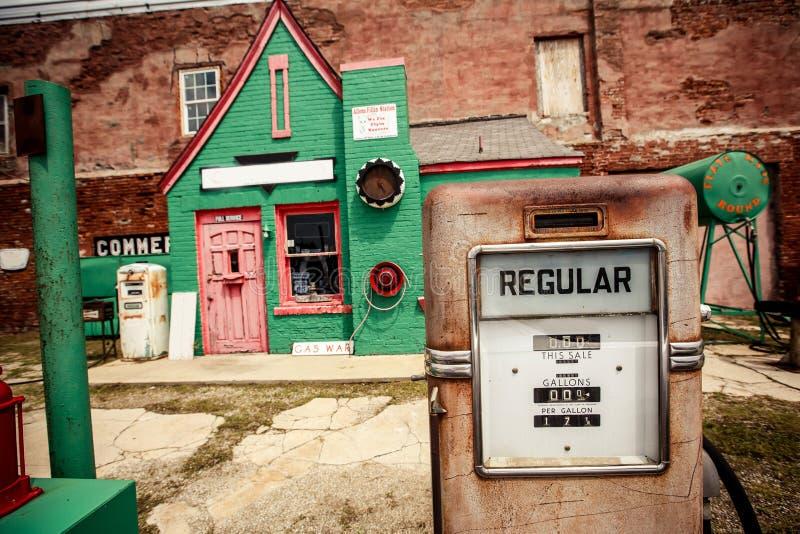 Estação de gasolina abandonada em Route 66 fotos de stock