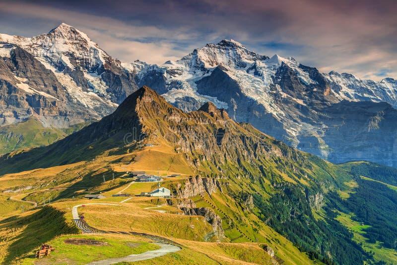 Estação de Mannlichen, destino famoso do turista, Bernese Oberland, Suíça, Europa foto de stock