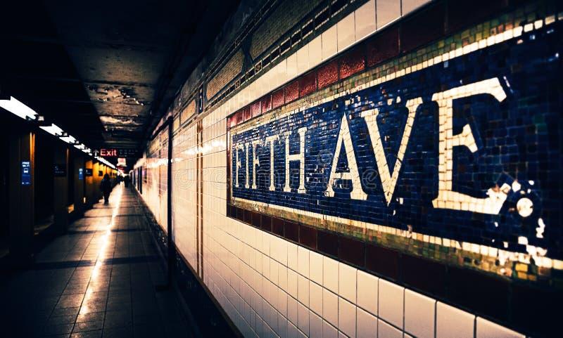 Estação de metro de Fifth Avenue imagens de stock royalty free