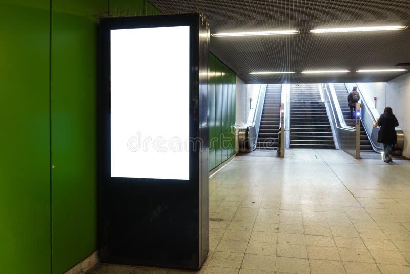 Estação de metro Digital eletrônica do quadro de avisos da propaganda Interi fotos de stock royalty free