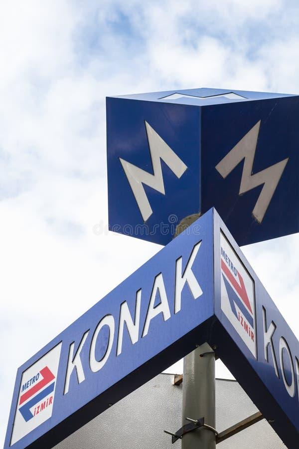 Estação de metro do quadrado de Konak, sinal de rua foto de stock royalty free